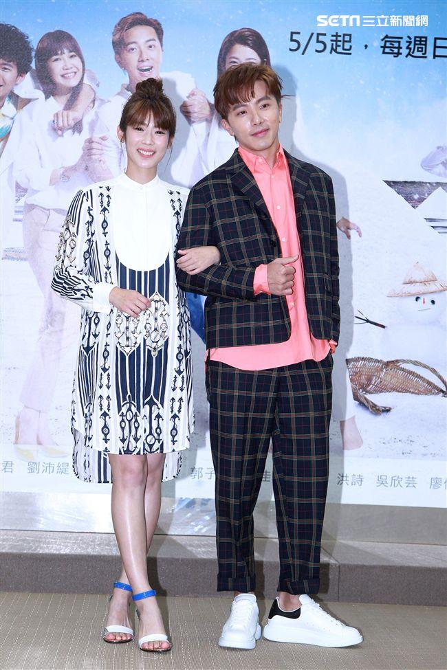 週日偶像劇「月村歡迎你」演員謝坤達、林思宇。(記者邱榮吉/攝影)