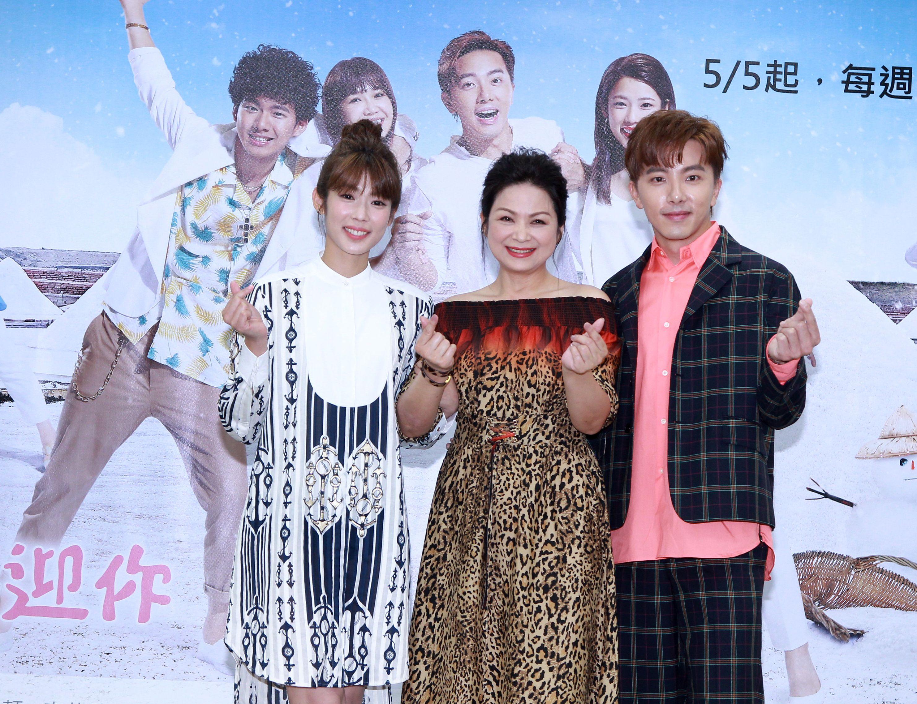 週日偶像劇「月村歡迎你」演員謝坤達、林思宇、楊貴媚。(記者邱榮吉/攝影)