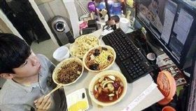 韓國吃播直播主金城鎮。(圖/翻攝自微博)