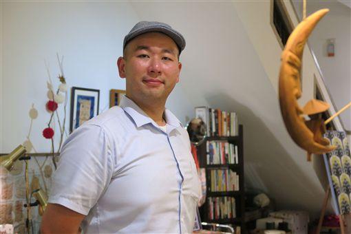 跟平成一起畢業 日本史學者:告別糾結年代日本正式進入令和年代,留日逾10年的港人日本史學者胡煒權(圖),算是跟著平成時代一起畢業,也觀察到日本社會經歷糾結的30年。中央社記者陳政偉攝 108年5月1日