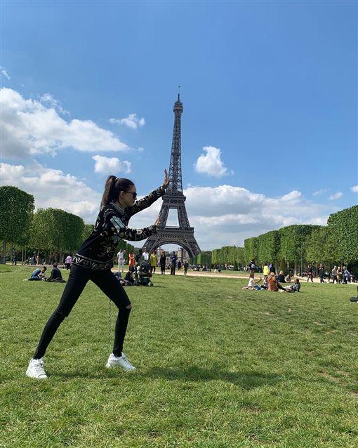 昆凌、巴黎鐵塔。(圖/翻攝自昆凌IG)