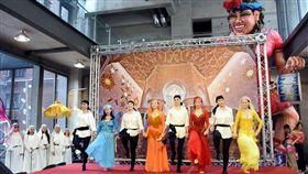 台灣女孩阿拉伯媳婦,行遍中東起舞看世界,黑袍快閃倡和平宣言,台灣首見敘利亞舞蹈