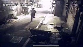 台北,萬華,搶奪,刮刮樂,彩券,老婦。翻攝畫面
