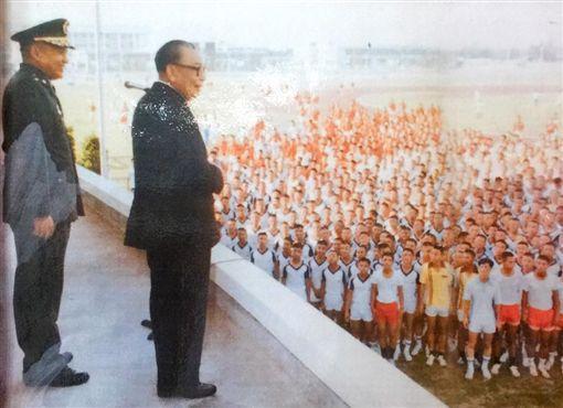 網傳韓國瑜與小蔣假合照 葉毓蘭批:踩到我紅線(圖/翻攝自葉毓蘭臉書)
