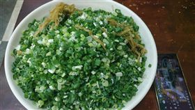 買滷味一句「蔥多一點」竟成翠綠蔥花山 網:每次都吃不完(圖/翻攝自基隆人臉書)