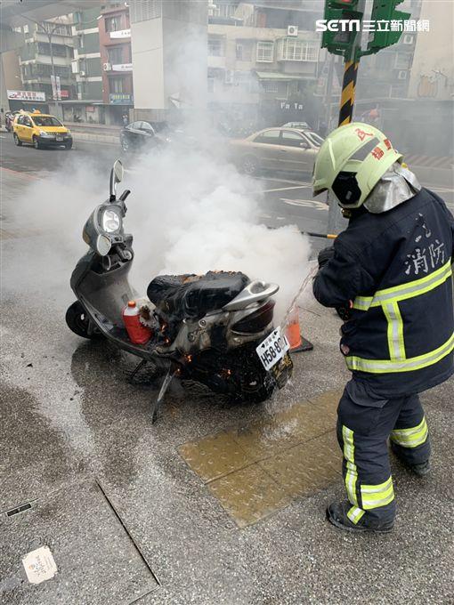 板橋,機車,起火,行進間,消防隊,中山路