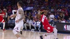 NBA/自打臉假摔!羅利糗被抓包 NBA,季後賽,多倫多暴龍,Kyle Lowry多倫多,假摔 翻攝畫面