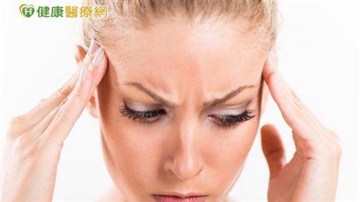 李政育醫師常對病人說:「除了自然老化外,沒有醫不好的病。」,只要肯下功夫了解疾病,深研藥方,就無「疑難雜症、難治病」。
