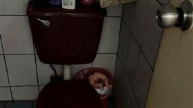 娃娃,大伯,廁所,棄嬰,開玩笑(圖/翻攝自爆怨公社)