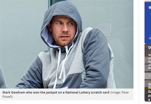 彩券,英國,獎金,盜用,信用卡,偷卡,竊盜,炫富https://www.mirror.co.uk/news/uk-news/lotto-winner-whose-4m-fortune-14996990