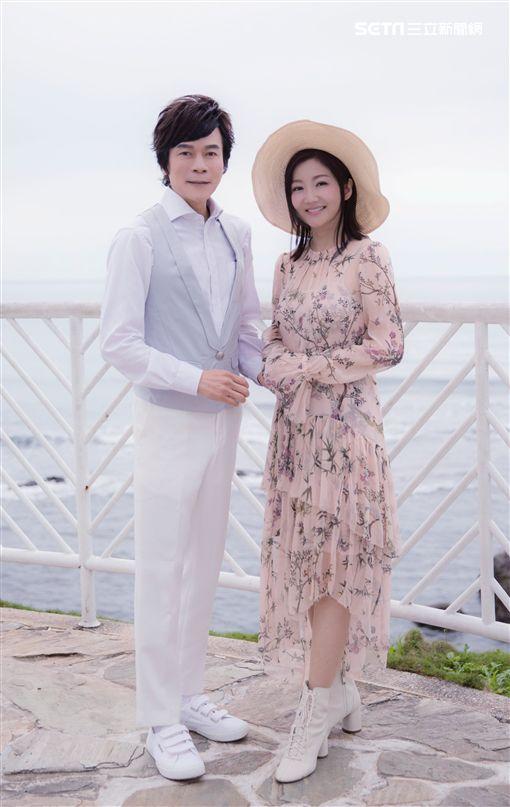 洪榮宏與老婆張瀞芸合唱新歌致敬鄧麗君。(圖/華特音樂提供)