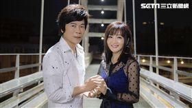 洪榮宏與老婆張瀞云合唱新歌致敬鄧麗君。(圖/華特音樂提供)
