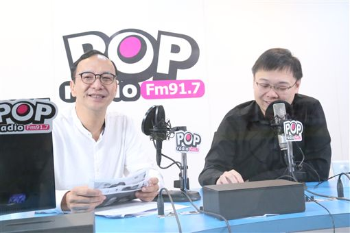 朱立倫代班主持廣播,(圖/《POP搶先爆》提供)