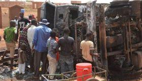 西非尼日一輛油罐車爆炸,造成至少58死37傷(圖/翻攝自推特)