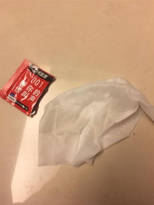 「保險套(濕紙巾)」掉在背包裡 他驚:差點被夾娃娃害死/爆怨公社