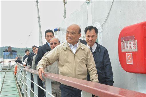 行政院長蘇貞昌7日前往馬祖視察「購建新台馬輪綜合規劃案」辦理情形。(圖/行政院提供)