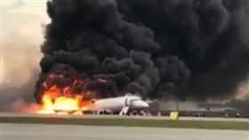 俄航起火迫降41人罹難…空姐爆「前排乘客拿行李阻逃生」 (圖/翻攝自instagram)