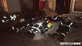 后里輪胎大火燒逾20小時,警義消未脫裝備倒地睡/義消曾登強先生授權提供