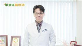 王毓淇醫師提醒,卵巢癌年輕患者,應特別注意BRCA1/2基因突變,若經濟、保險狀況許可,口服標靶藥物可延緩癌症復發的時間,並改善存活率。