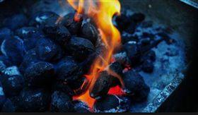 30歲女考公務員「連年落榜」 在父母面前自焚身亡(圖/PIXABAY)