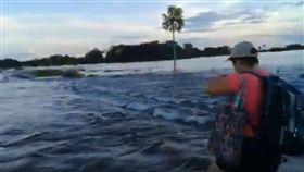 巴拉圭涅恩布庫省(Neembucu)洪水(圖/翻攝自ABCDigitalPy YouTube)