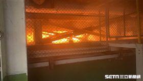 雲林斗六富喬工業熔爐破裂,近千度玻璃熔漿溢出/翻攝畫面