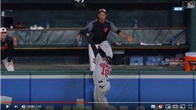 ▲紅襪布萊德利(Jackie Bradley Jr.)爬牆沒收全壘打。(圖/翻攝自YouTube)