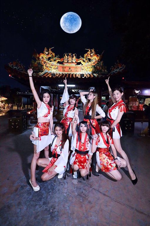 「鳳鳴齊國樂團」經常出席在各大廟會活動上。(圖/翻攝自鳳鳴齊國樂團粉絲團)
