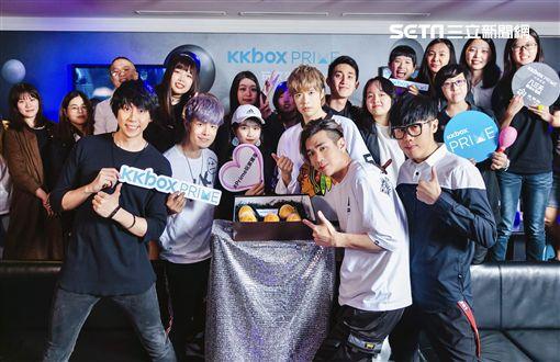 八三夭KTV與歌迷同歡。(圖/KKBOX提供)