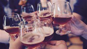喝酒,金魚腦。(圖/翻攝自Pixabay)