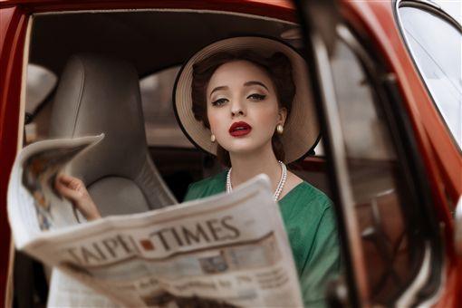 台灣女攝影師克菈爾 作品躍上國際藝廊台灣新銳攝影師克菈爾(Kelaer Huang)以向1930年代女性致敬的系列攝影作品A dream Shirley,獲得2017年「東京國際攝影獎」廣告類金獎。(Kelaer Huang提供)中央社記者洪健倫傳真 108年5月8日