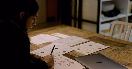 台灣女攝影師克菈爾 作品躍上國際藝廊台灣新銳攝影師克菈爾(Kelaer Huang)獲知名德國藝廊LUMAS主動邀約,成為首位與LUMAS簽約的台灣攝影師。今年將在LUMAS旗下各國藝廊舉行展覽,未來期望在台灣舉辦個展。(Kelaer Huang提供)中央社記者洪健倫傳真 108年5月8日
