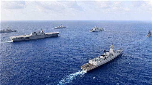 美、日、印、菲4國聯軍通過南海,美軍第七艦隊驅逐艦勞倫斯號(USS William P. Lawrence) 圖/翻攝自U.S. Pacific Fleet推特