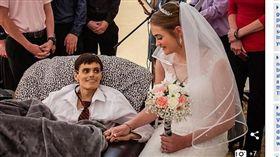 幸福如此短暫...她和癌末男友成婚 5小時後新郎病逝(圖/太陽報)