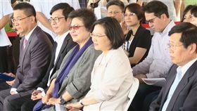 蔡英文總統9日下午視察「『高雄新市鎮開發為科學園區』進度。(圖/記者盧素梅攝)