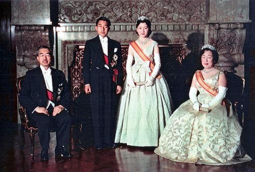良子皇后,明仁上皇與皇后美智子(圖/日網)