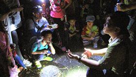 屏東雙流遊樂區生態大爆發 林管處辦森夜食堂屏東獅子鄉的雙流森林遊樂區每年5月底、6月兩棲類及爬蟲類夜間活躍,林務局屏東林管處5月25日起連續2個週末舉辦「森夜食堂」活動,帶領民眾觀察雙流的夜間生態。(屏東林管處提供)中央社記者郭芷瑄傳真 108年5月9日