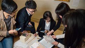 奇美博物館推實境遊戲 展場解謎更有趣奇美博物館推出實境遊戲「穹頂計畫」,民眾可以一起團隊合作,穿梭於各個展廳,透過展品找尋線索,以手機與道具解謎,讓逛博物館更有趣。(奇美博物館提供)中央社記者楊思瑞台南傳真 108年5月9日