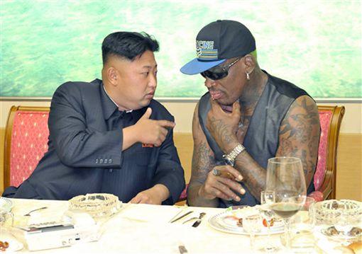 金正恩(左)與NBA退休球星羅德曼友誼深厚。(資料照/美聯社/達志影像)