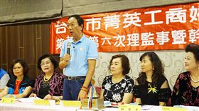 郭台銘:我已淡出鴻海 新團隊會經營得很好鴻海董事長郭台銘(右4)10日上午出席台中市菁英工商婦女協會理監事會,和婦女代表會談。中央社記者趙麗妍攝 108年5月10日