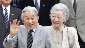 明仁天皇、美智子皇后。(圖/翻攝自推特)