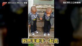 萌!雙胞胎哥先下樓梯 弟淚崩:要一起走!