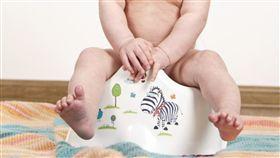 大便,糞便,窒息,浣腸,泰國,祝福,金手鍊,幼童,幼兒, 圖/翻攝自臉書