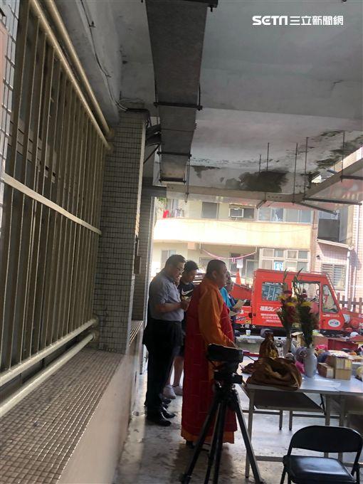 台北市萬華區某國中校園竟有穿著日據時代的男性白骨(讀者提供)