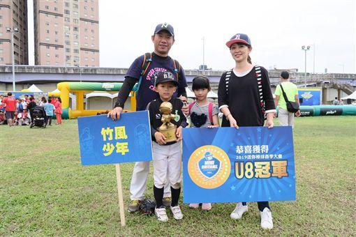 竹風少年社區棒球隊(陳韋宇一家) 圖/韋宇爸爸授權提供