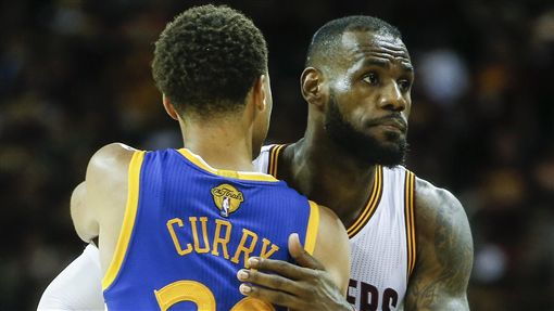 Stephen Curry與LeBron James。(圖/翻攝自推特)