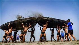 兩棲蛙人鬥艇訓練,國防部發言人臉書