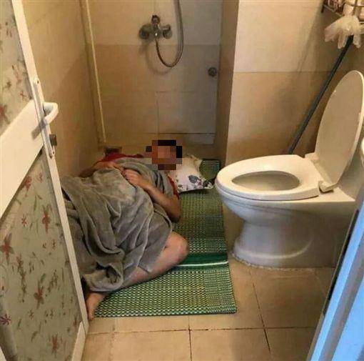 對老婆大小聲!隔天馬上睡廁所(圖/翻攝自爆廢公社公開版)