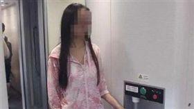 恐怖報復!人妻誤打翻熱水 她賠35萬「回潑滾水」燙對方(圖/翻攝自微博)