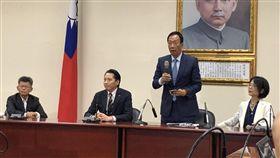 鴻海董事長郭台銘與吳敦義會面後記者會。記者黃宣尹攝影